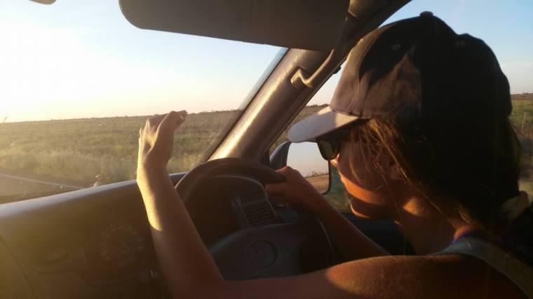 On roule, on roule sans s'arrêter dans le désert australien.