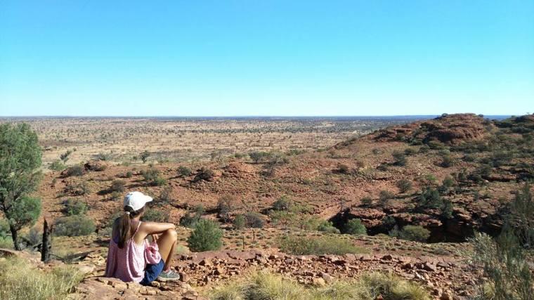Seule au milieu du désert. Méditer, déconnecter et se retrouver dans l'immensité de la nature.
