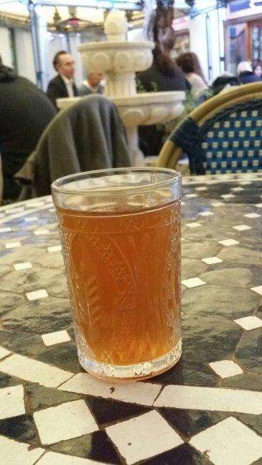 Thé chaud à la Grande Mosquée. Ce moment si parfait.