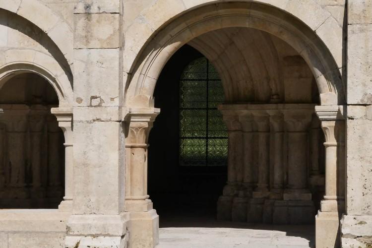 bourgogne-cloitre-abbayedefontenay-galswind